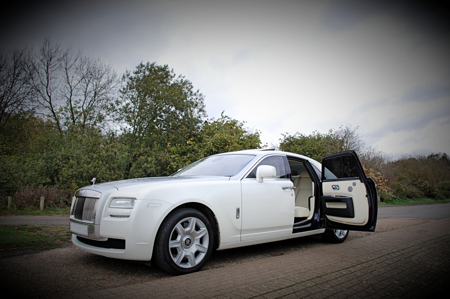 white rolls royce ghost wedding car hire birmingham